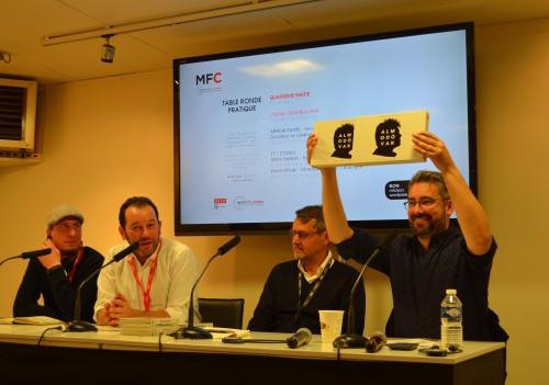 Kevin Lambert (Arrow Films - UK), Pierre Olivier et Gilles Sebbah (TF1 STUDIO) et le modérateur tenant le coffret Almodovar © L'EMPIRE DES IMAGES